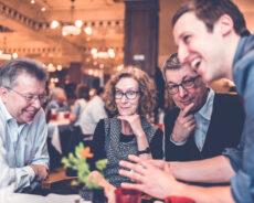 Zauberer und Co: 5 Hochzeitsaktivitäten, bei denen Ihre Gäste sich kennenlernen.